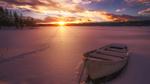 Обои Лодка на берегу замерзшей реки, закат солнца, Норвегия, фотограф Ole Henrik Skjelstad