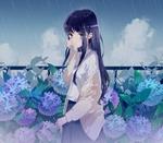 Обои Плачущая школьница стоит под дождем возле цветущей гортензии