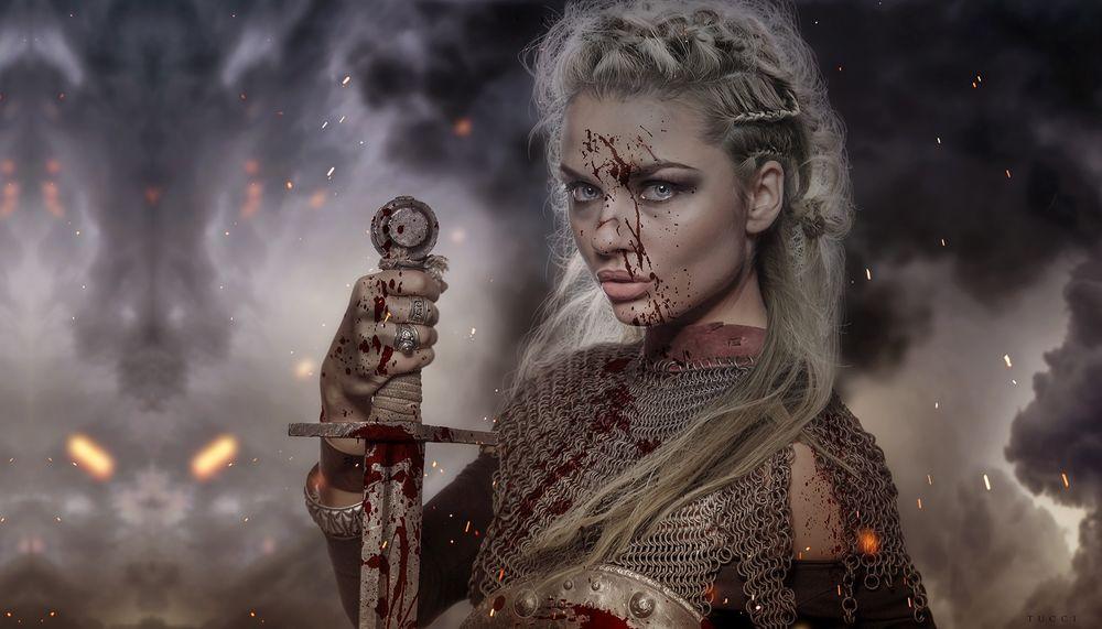 Обои для рабочего стола Девушка-воин с мечом, в крови, стоит на фоне дыма от пожарища, by Florencia Tucci