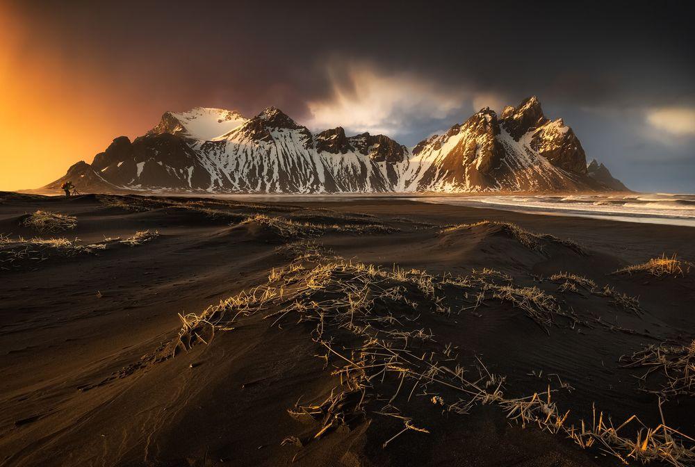 Обои для рабочего стола Исландия, гора Vesturhorn, фотограф Mark McLeod