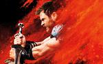 Обои Chris Hemsworth / Крис Хемсворт в образе Thor / Тора, объятый пламенем, с мечами в руках, из фильма Thor: Ragnarok / Тор: Рагнарек