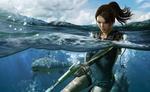 Обои Lara Croft / Лара Крофт стреляет из пистолета под водой на фоне плывущей акулы, из игры Tomb Raider: Underworld / Расхитительница гробниц: Преисподняя