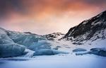 Обои Ледники под розовым облачным небом, фотограф Брок Уиттакер