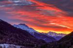 Обои Огненное небо над горами