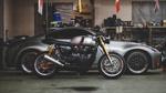 Обои Мотоцикл и машина в гараже