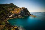 Обои Крутые берега Чинкве-Терре в летний день, Манароле, Италия, фотограф Martin Silvestri