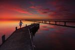Обои Девочка идет по мосту на фоне заката, фотограф Jane Kelynack