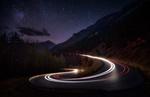 Обои Ночная дорога и проезжающее авто, Британская Колумбия, фотограф Derek Kind