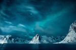 Обои Яркие вершины Лофотена в холодную ночь в Арктике, фотограф Federico Penta