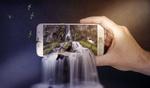Обои Водопад изливается из смартфона, который держит мужская рука, вокруг летают насекомые