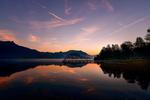 Обои Мелкие облака над горами и их отражение в воде, фотограф Simon Krieg