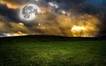 Обои Сюрреалистический пейзаж с огромной луной, облачным небом и поросшим одуванчиками лугом