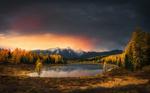 Обои Озеро в окружении леса, осень на Алтае, фотограф Krasi Matarov
