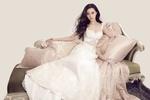 Обои Китайская актриса и певица Fan Bingbing / Фань Бинбин в шикарном белом платье на софе