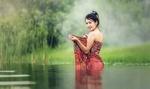 Обои Девушка в платье стоит в воде, by Sasin Tipchai