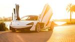 Обои McLaren 570S на набережной города