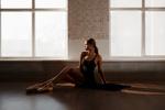 Обои Модель Dasha сидит на полу, фотограф Сасин Александр