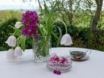 Обои Ваза с тюльпанами и сиреневыми цветами, чашкой чая и конфетами на столе, by Lilo