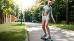Обои Девочка на скейте катается по парку