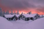 Обои Домики в снегу на фоне мрачного неба, фотограф Jоrn Allan Pedersen