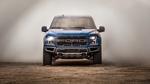 Обои Синий Ford F-150 Raptor остановился в клубах пыли