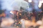 Обои Влюбленные под дождем, by Joel Overbeck