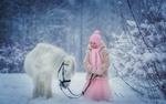 Обои Девочка и пони в зимнем лесу, фотограф Петрова Анна