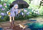 Обои Vocaloid Xingchen / Вокалоид Ксингчен с зонтом и котенок на дорожке в саду в дождь
