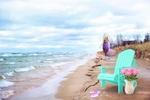 Обои Блондинка, идущая по берегу у кромки прибоя, шезлонг, шлепки и ваза с пионами на переднем плане, цифровая живопись, by Jill Wellington