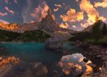 Обои Горы под облаками и их отражение в воде, фотограф Arpan Das