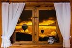Обои Окно с занавесками, ваза на подоконнике, за стеклом воздушные шары в закатном небе, by Gerhard Gellinger