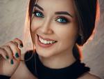 Обои Улыбающаяся модель Тоня, фотограф Evgeny Freyer