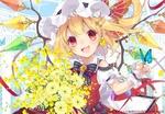 Обои Радостная Flandre Scarlet / Фландре Скарлет с бабочкой и букетом желтых цветов из серии компьютерных игр Touhou Project / Проект «Восток»