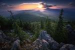 Обои Просвет солнца на горном хребте Ялангас, Южный Урал, фотограф Владимир Ляпин