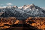 Обои Шоссе уходящее в горы Сьерра-Невада, Калифорния, США / Sierra Nevada, California, United States
