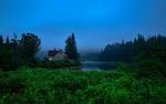 Обои Дом у реки Жак-Картье / Jacques-Cartier на фоне затуманенного леса, провинция Квебек, Канада / Quebec, Canada