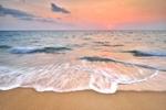 Обои Пенистые волны на берегу моря во время заката