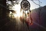 Обои Ловец снов / dreamcatcher с перьями в лучах заката