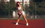 Обои Модель Inga Sunagatullina / Инга Сунагатуллина с баскетбольным мячом в руках стоит на спортивной площадке, фотограф Roma Roma