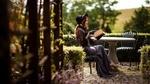 Обои Модель Виктория Марчук в шляпке, черной кружевной блузке и в длинном сарафане позирует, сидя за столом в саду с книгой в руках. Фотограф Елена Смирнова