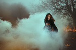 Обои Девушка стоит в дыму, фотограф Monica Lazar
