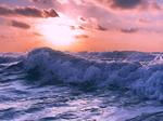 Обои Морская волна под облачным небом с солнцем