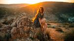 Обои Модель Алина сидит на камне в лучах солнца, фотограф Alexey Slesarev