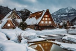 Обои Деревянные дома у водоема на фоне гор зимним вечером, Хоккайдо / Hokkaido, Япония / Japan