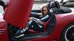 Обои Девушка Darya Kudelko в очках сидит в спортивном автомобиле. Фотограф Макс Соколович