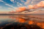 Обои Облачное небо и его отражение в воде