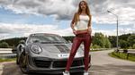 Обои Красивая девушка позирует у автомобиля, фотограф Олег Климин