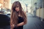 Обои Модель Вероника с длинными волосами стоит на дороге, фотограф Dmitry Shulgin
