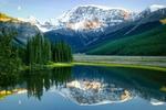 Обои Горы отражаются в спокойной воде озера, фотограф Brian Adamson