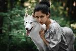 Обои Модель Елена Штерн с хаски на природе, фотограф Антон Набатчиков